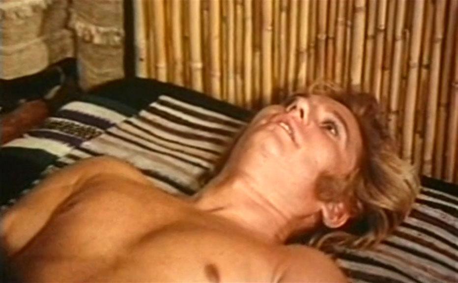 Karzan (Wal Davis) mentre fa sesso