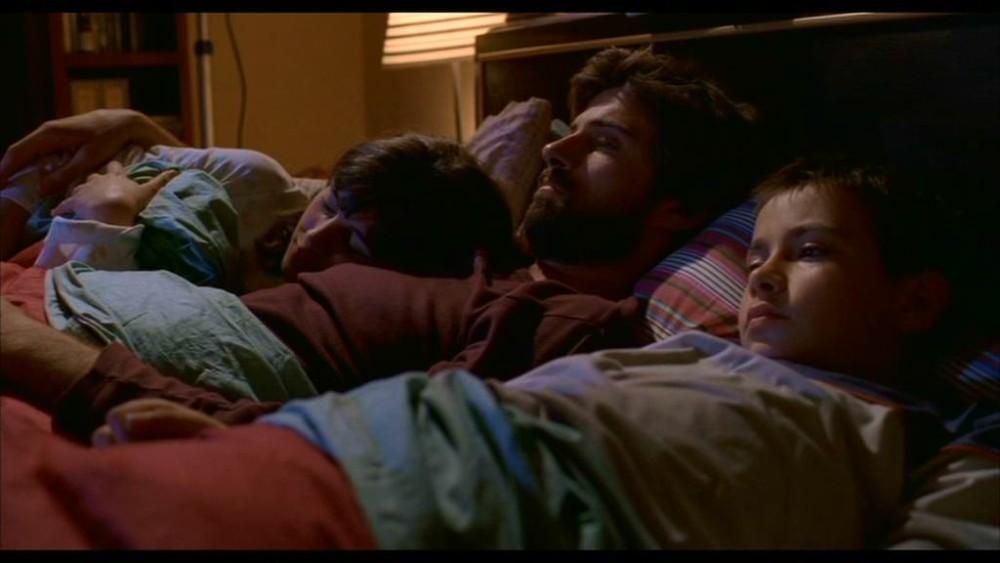 una scena di Anche libero va bene: Kim Rossi Stuart con i due figli