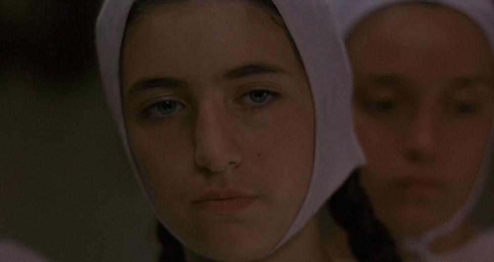 Margherita contempla la reliquia della Madonna. Magnifica di Pupi Avati